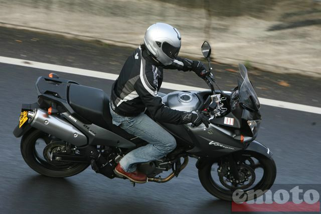 Photo de la Suzuki V-Strom 650 modèle 2008