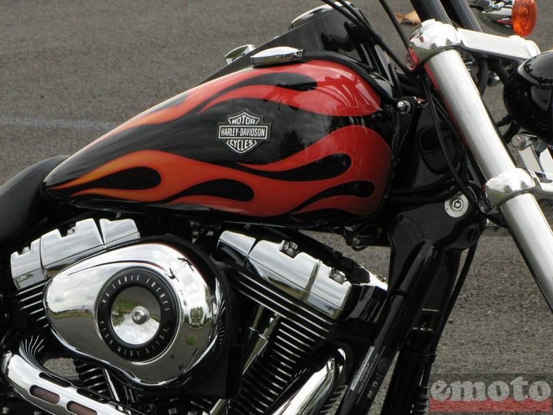 Photo de la Harley-Davidson Wide Glide modèle 2010