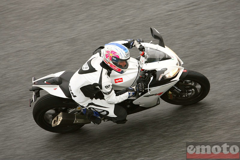 Photo de la Aprilia RSV4R modèle 2010
