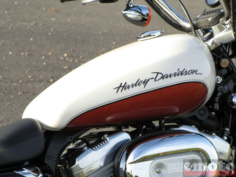 Photo de la Harley-Davidson SuperLow modèle 2011