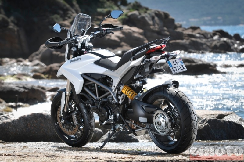 Photo de la Ducati Hyperstrada modèle 2013
