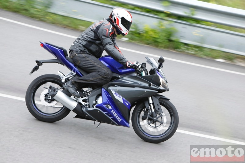 Photo de la Yamaha YZF R 125 modèle 2014