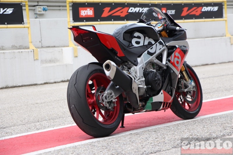 Photo de la Aprilia RSV4 RF modèle 2015