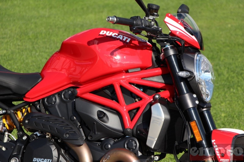 Photo de la Ducati Monster 1200 R modèle 2016