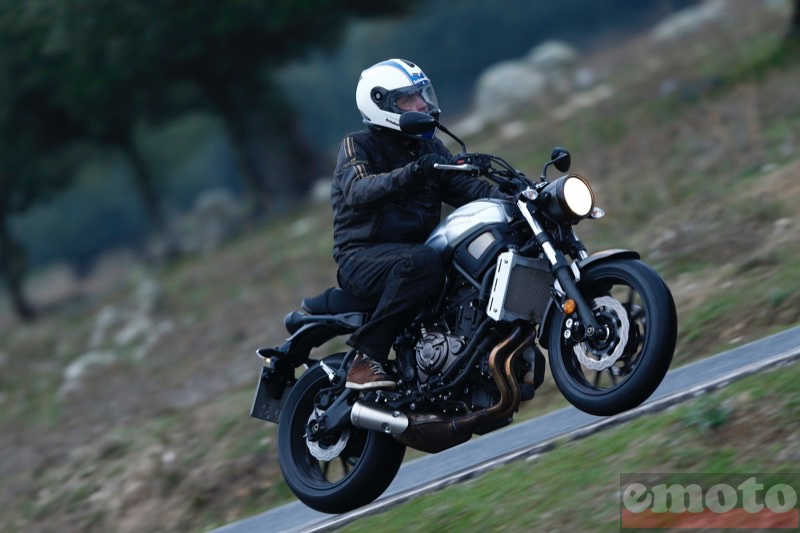 Photo de la Yamaha XSR 700 modèle 2016