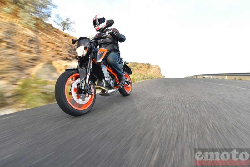 Photo de la KTM Duke 690 R modèle 2016