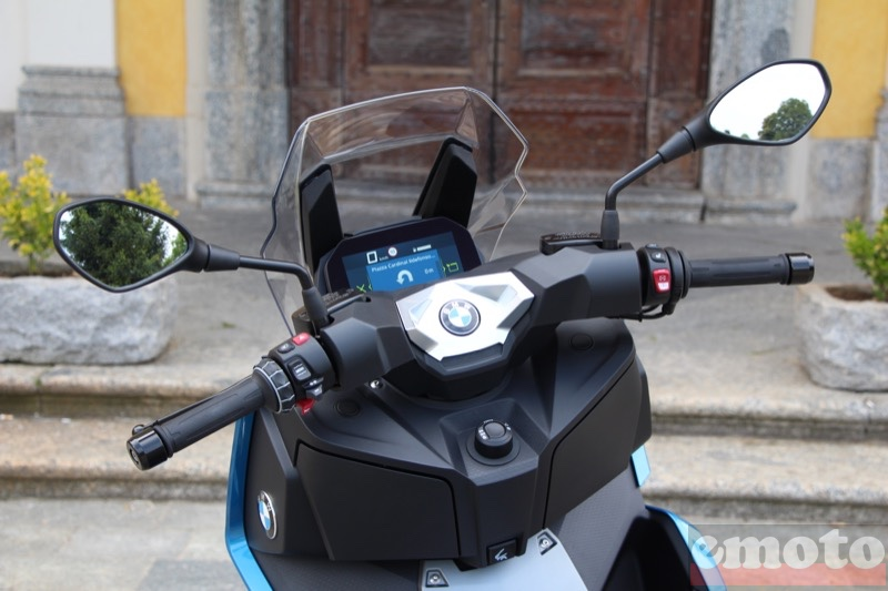 Photo du BMW C400X modèle 2018