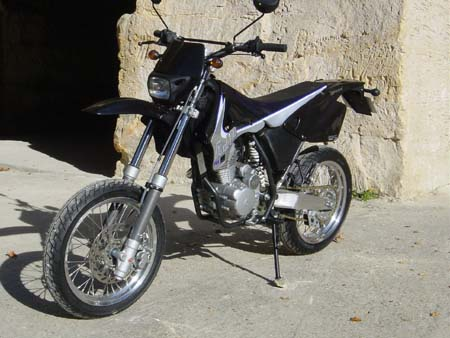 Photo de la AJP 125 PR4 Enduro et Supermotard modèle 2003
