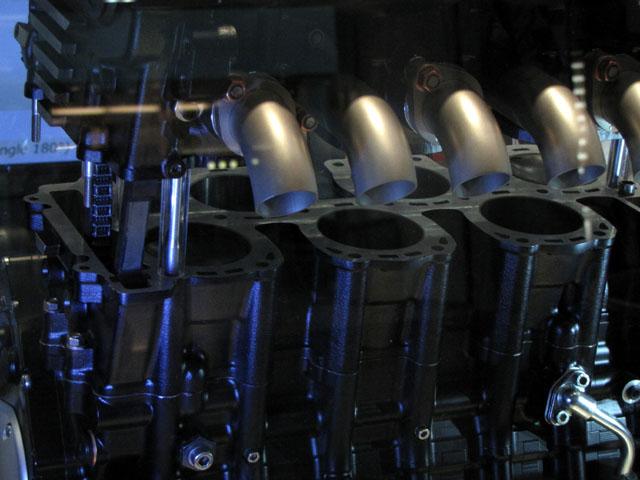 6 cylindres à la mode Horex-vr6-moteur-6-cylindres-turbo