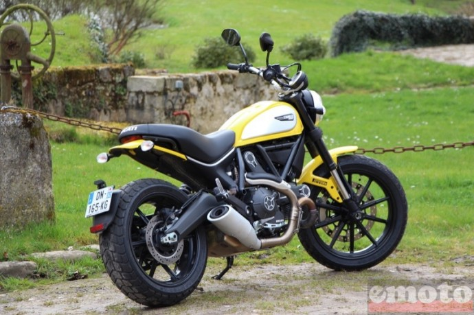 ducati scrambler incon avec le jaune 62 en option